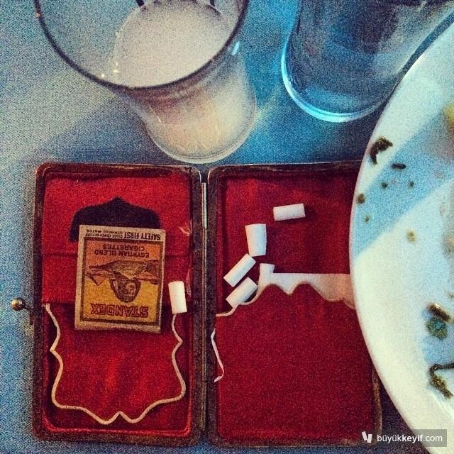 Asla masanın ortasına değil…